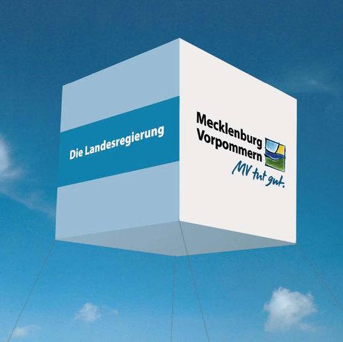 Ein Land stellt sich vor - der BBL M-V stellt sich vor. Visualisierung des Helium-Würfels  der in den vergangenen Jahren über dem Pavillon der Landesregierung schwebte: Außenmaße 4x4x4m. © 2016 Landesmarketingkampagne M-V / Betrieb für Bau und Liegenschaften Mecklenburg-Vorpommern