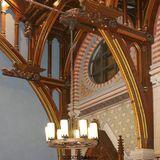 Plenarsaal: aufwändige Restauration der Deckenverkleidung und ein ausgeklügeltes Lichtkonzept (Heidrun Walther  Rostock) wurden umgesetzt. © 2007 BBL M-V