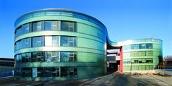 Das Biomedizinische Forschungszentrum in Rostock ist teilweise über den Zuwendungsbau entstanden (Gebäudeteil links). © 2006 Betrieb für Bau und Liegenschaften Mecklenburg-Vorpommern