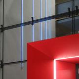 Im Glasverbinder zwischen dem sanierten Altbau und dem Neubau. Die blauen Streifen gehören zur Installation einer Kunst am Bau  Illumination  des Künstlers Prof. Hartmut Hornung  Usedom. © 2008 Bastmann und Zavracky