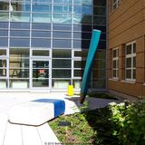 Innenhof  Bleistifte und Buntstifte  im Bereich der neuen Kinderklinik im 2. Bauabschnitt © 2010 Betrieb für Bau und Liegenschaften Mecklenburg-Vorpommern