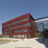 Der Rotton der Fassade gibt dem Gebäude einen modernen Charakter. © 2011 Assmann Beraten+Planen GmbH Dortmund