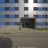 Eingangssituation. Mehr als 3.700 m² Nutzfläche stehen nach der Grundinstandsetzung auf 4 Etagen für die Bundespolizei zur Verfügung. © 2011 Betrieb für Bau und Liegenschaften Mecklenburg-Vorpommern