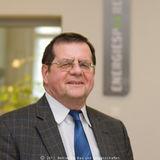 Hans-Joachim Schreiber (61) leitet seit 20 Jahren die Geschäftsstelle im Finanzamt Güstrow. Der verheiratete Familienvater mit einem Sohn ist selbst in der Elektrobranche groß geworden. Nicht nur im eigenen Büro sorgt der Energiebeauftragte für den sparsa © 2012 Betrieb für Bau und Liegenschaften Mecklenburg-Vorpommern