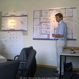 Eckhard Hintz erläutert den Entwurf des BBL M-V Geschäftsbereich Schwerin. © 2012 Betrieb für Bau und Liegenschaften Mecklenburg-Vorpommern