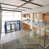 Das Foyer mit dem Naturstein. © 2012 Betrieb für Bau und Liegenschaften Mecklenburg-Vorpommern