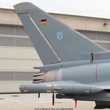 Heckflügel des Eurofighters mit der Flagge der Bundesrepublik und dem Wappen des Jagdgeschwaders 73  Steinhoff . © 2012 Betrieb für Bau und Liegenschaften Mecklenburg-Vorpommern