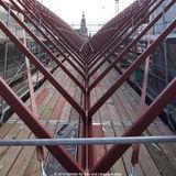 Der stählerne Dachstuhl steht  nun wird das Dach mit viel Glas dicht gemacht. © 2014 Betrieb für Bau und Liegenschaften Mecklenburg-Vorpommern