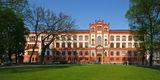 Blick auf das Hauptgebäude der Universität in Rostock. Fassade und Dach wurden bereits Anfang der 1990er Jahre restauriert. Die Grundsanierung lief von Ende 2009 bis 2014. © 2016 Betrieb für Bau und Liegenschaften Mecklenburg-Vorpommern