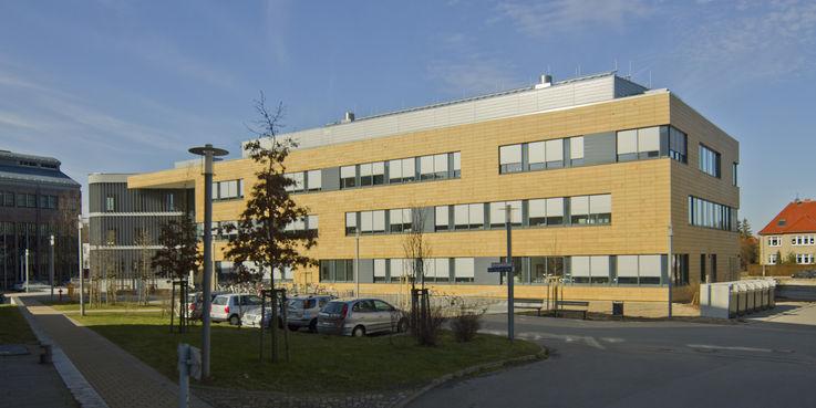 bbl-mv Neubau Pharmazie Pharmakologie EMAU Greifswald Himmel Fassade © 2012 Betrieb für Bau und Liegenschaften Mecklenburg-Vorpommern