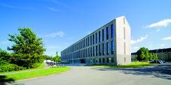 Der Neubau des Marineamtes mit Konferenzräumen und Aula in der Hansekaserne Rostock