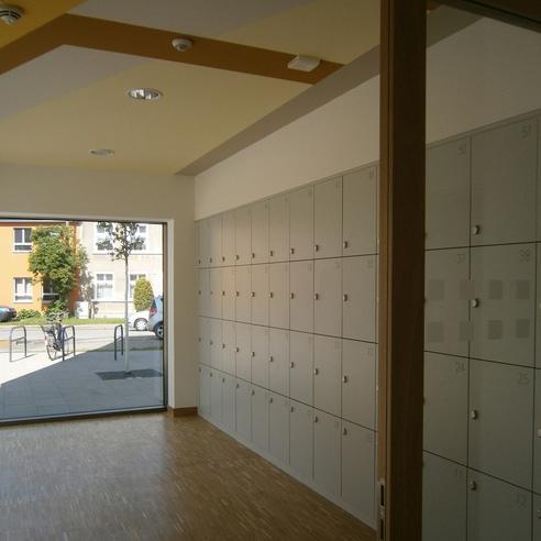 Garderobenraum im Erdgeschoss mit Schließfächern © 2015 Betrieb für Bau und Liegenschaften Mecklenburg-Vorpommern