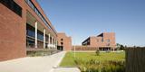 Prägt den Campus seit Mitte 2015 neu: das Gebäudeensemble in seiner markanten Backsteinoptik. © 2015 Betrieb für Bau und Liegenschaften Mecklenburg-Vorpommern