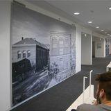 großformatige Bilder historischer Greifswalder Universitätsbauten zieren die Wände in den Lesebereichen der Bibliothek © 2016 Betrieb für Bau und Liegenschaften Mecklenburg-Vorpommern