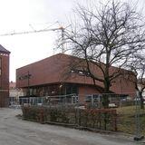 Das Hörsaalgebäude im Zentrum des Campus - noch ist hier umliegend Baustelle © 2016 Betrieb für Bau und Liegenschaften Mecklenburg-Vorpommern