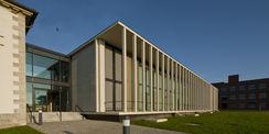 Saniertes und erweitertes Karreegebäude beim FLI auf der Insel Riems. © 2014 Betrieb für Bau und Liegenschaften Mecklenburg-Vorpommern