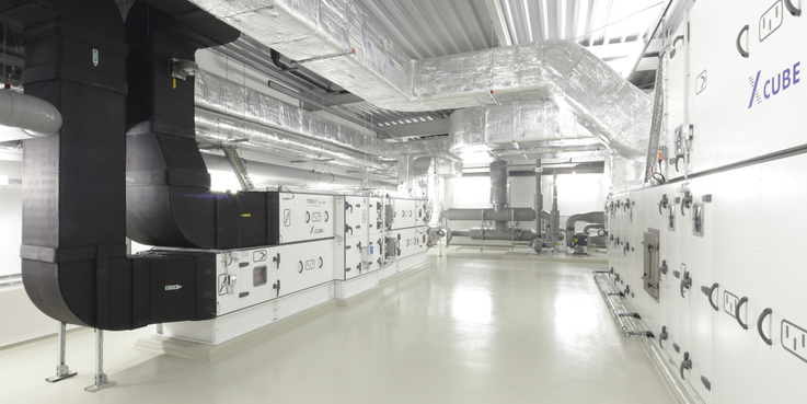 Zum Beispiel: leistungsstarke Haustechnik im Neubau für das Institut für Physik an der Universität Rostock. Diese Anlage wird nicht vom BBL M-V bewirtschaftet. © 2015 Betrieb für Bau und Liegenschaften Mecklenburg-Vorpommern