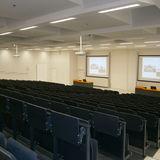 Blick in den großen Hörsaal mit insgesamt 496 Plätzen © 2016 Betrieb für Bau und Liegenschaften Mecklenburg-Vorpommern