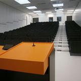 Großer Hörsaal  Blick in einen Kleineren nach Teilung durch mobile Trennwand © 2016 Betrieb für Bau und Liegenschaften Mecklenburg-Vorpommern