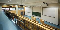 Hell und freundlich - Blick in einen der beiden Hörsäle. © 2012 Betrieb für Bau und Liegenschaften Mecklenburg-Vorpommern