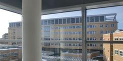 Blick vom 1. Bauabschnitt des Klinikums auf den Neubau des Diagnostikzentrums DZ 7 © 2012 Betrieb für Bau und Liegenschaften Mecklenburg-Vorpommern