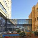 2-geschossiger Übergang zwischen DZ 7 und 2. Bauabschnitt des Klinikums © 2013 HWP Planungsgesellschaft mbH Stuttgart / Fotograf Vincent Leifer