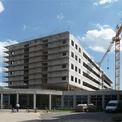 Der Rohbau des neuen DZ 7 mit dem Haupteingang des Klinikums © 2011 Betrieb für Bau und Liegenschaften Mecklenburg-Vorpommern