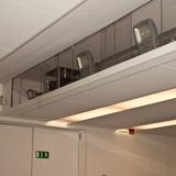 Blick  auf die Projektoren im Deckenbereich des Simulationsraumes mit 180° Schießanlage © 2017 Betrieb für Bau und Liegenschaften Mecklenburg-Vorpommern