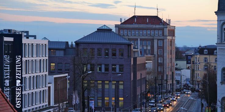 Das markante Gebäude in der Rostocker Innenstadt wird in den kommenden Jahren aufwändig saniert. © 2016 Betrieb für Bau und Liegenschaften Mecklenburg-Vorpommern