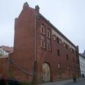Blick auf das Hafthaus entlang der Schulstraße - vor der Sanierung © 2017 Betrieb für Bau und Liegenschaften Mecklenburg-Vorpommern