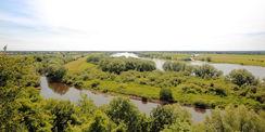 Von der Aussichtsplattform hat man einen weiten Blick auf Boizenburg (hier nicht im Bild)  die Elbe und die Vorhalteflächen für den Hochwasserschutz. © 2017 Betrieb für Bau und Liegenschaften Mecklenburg-Vorpommern