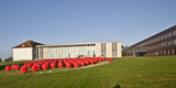 Blick auf das Karreegebäude  im Vordergrund die © Betrieb für Bau und Liegenschaften Mecklenburg-Vorpommern