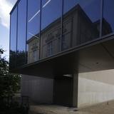 Blick auf die Glasfassade an der Rückseite des Neubaus. © 2016 Betrieb für Bau und Liegenschaften Mecklenburg-Vorpommern