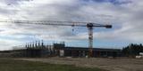 Der Kran dreht sich über dem Rohbau. © 2017 Betrieb für Bau und Liegenschaften Mecklenburg-Vorpommern