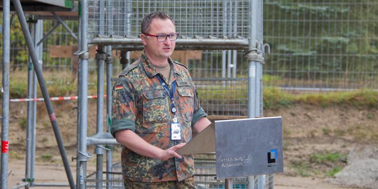 Oberstleutnant Frank Fischer bei seinem Grußwort. © 2017 Betrieb für Bau und Liegenschaften Mecklenburg-Vorpommern