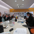 Das Preisgericht bei der Arbeit - vor der Abstimmung werden die Entwürfe rege und sachlich kommentiert  diskutiert und beurteilt © 2017 Betrieb für Bau und Liegenschaften Mecklenburg-Vorpommern