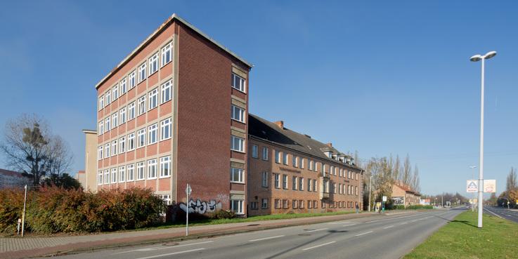 Das markante Gebäude an der der Demminer Straße wird zurzeit instandgesetzt. © 2017 Betrieb für Bau und Liegenschaften Mecklenburg-Vorpommern