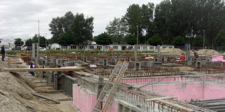 Der Rohbau wächst langsam aus dem Boden. © 2018 Betrieb für Bau und Liegenschaften Mecklenburg-Vorpommern