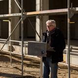 Holger Richter vom BBL M-V begrüßt am 22. Februar 2018 die Gäste des Richtfestes auf der Baustelle und bedankt sich insbesondere bei den am Bau Beteiligten. © 2018 Betrieb für Bau und Liegenschaften Mecklenburg-Vorpommern