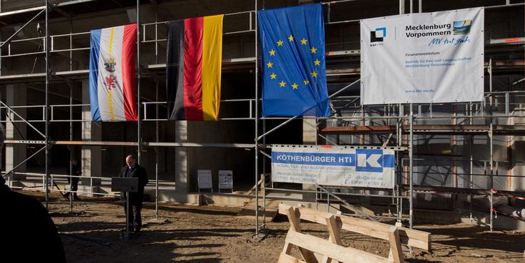 Brandamtsrat Michael Kröger vom künftigen Nutzer bei seinem Grußwort. © 2018 Betrieb für Bau und Liegenschaften Mecklenburg-Vorpommern