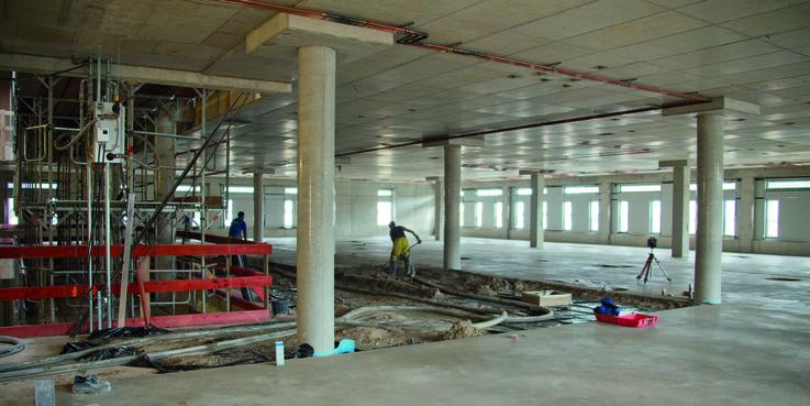 Der Estrich wird im 2. Obergeschoss gegossen. © 2018 Betrieb für Bau und Liegenschaften Mecklenburg-Vorpommern