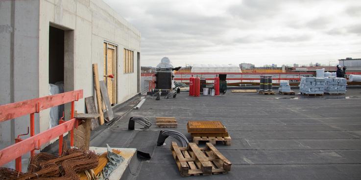 Vom Hubschrauberlandeplatz geht es hier ab Ende 2019 direkt zum Aufzug  der in die Notaufnahme im Erdgeschoss führen wird. © 2018 Betrieb für Bau und Liegenschaften Mecklenburg-Vorpommern