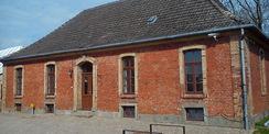 Haus 12 wurde schon vertikal abgedichtet  da die Außenanlage schon fertiggestellt ist. © 2018 Betrieb für Bau und Liegenschaften Mecklenburg-Vorpommern