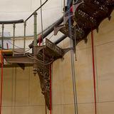 Die Stufe ist ausgebaut  eine Alu-Stufe wird eingesetzt und dient bis Ende 2019 als Platzhalter. © 2018 Betrieb für Bau und Liegenschaften Mecklenburg-Vorpommern