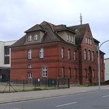 Blick auf das noch unsanierte Haus 1  hier sind die Dachgaben noch erhalten © 2018 Betrieb für Bau und Liegenschaften Mecklenburg-Vorpommern