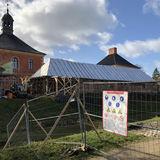 Schlossbaustelle in Bothmer - Haus 14 wird derzeit komplett auseinander genommen  das Fundament gesichert und verstärkt. Was erhalten werden kann  wird wieder eingebaut. © 2019 Betrieb für Bau und Liegenschaften Mecklenburg-Vorpommern