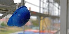 Safety first - Helmpflicht besteht  solange Lasten auf der Baustelle schweben. © 2020 Christian Hoffmann  Finanzministerium Mecklenburg-Vorpommern