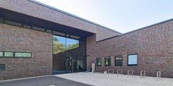 Eingang des Gebäudes © 2020 Staatliches Bau- und Liegenschaftsamt Neubrandenburg
