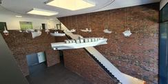 Blick vom Obergeschoss auf die Kunstinstallation © 2020 Staatliches Bau- und Liegenschaftsamt Neubrandenburg