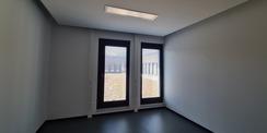 Bürozimmer mit Blick auf die Dachterrasse © 2020 Staatliches Bau- und Liegenschaftsamt Neubrandenburg